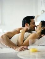 besos_de_pareja_en_la_cama